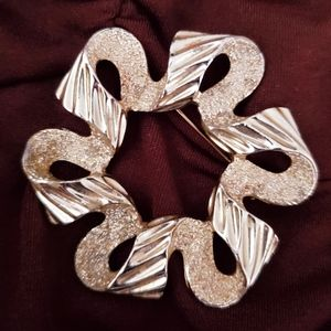 Sarah Coventry Coventry Florentine Ribbon Brooch
